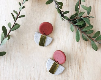 LOLA Earrings - Clay and brass earrings - Speckled sand with a large terracotta stud.