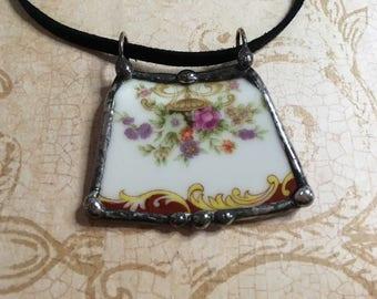 Bijoux de porcelaine cassée, pendentif plat rouge, motif Floral, collier plaque, recyclé mamies plat Vintage, charme soudé, héritage de mariage