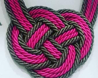 Metallic lace necklace