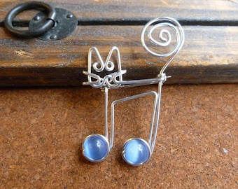 JAZZ CAT BROOCH wirework blue cat eyes wire wrapped music note