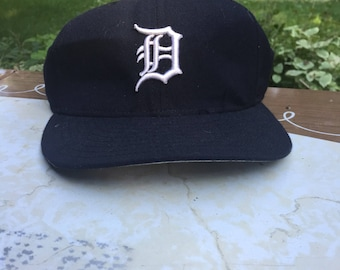 6 3/4 | 90s new era Detroit Tigers Navy Blue Wool Fitted Mens Baseball Cap Size 6 3/4 Made in USA mlb authentic collection