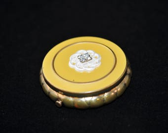 Pretty Gold Compact, Vintage compact, Antique powder compact, We have a large selection of antiques, great for a collection, #636