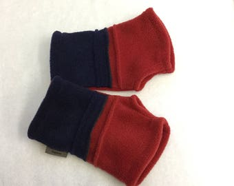 Ladies Hedkase fleece hand-warmers in Navy and Red.