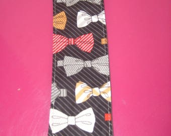 bookmark in black fabric with bow ties