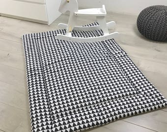 """Puckdaddy """"Triangles black/white"""" play mat"""