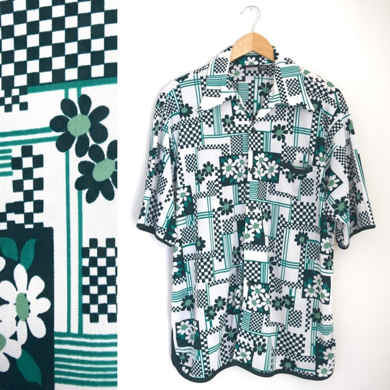 Vintage 60s 70s Green and White Checkered Flower Power Short Sleeved Button Down Shirt (size large)