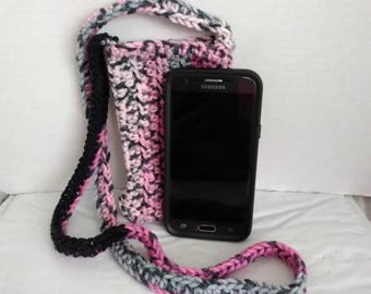 Crochet cross body cell phone pouch bag cozy color pink gray black variegated yarn