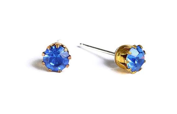 Estate style sapphire blue rhinestone crystal hypoallergenic stud earrings (483)