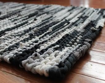 Lappen Teppich schwarz grau Upcycled T Shirts weiß cremigen Elfenbein Holzkohle grau Retro-moderne klassische Küche Rechteck 26 x 36 enthalten--US-Versand