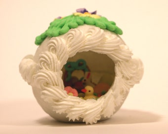 Medium Sugar Panoramic Easter Egg with Double Pansy Top