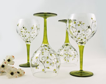 Hand painted wine glasses - Set of 4 wine glasses - Liane collection - Green with white flowers