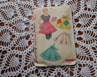 Simplicity 4858 1950's Half Apron and Oven Mitt Pattern Vintage
