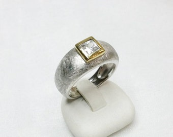 Gold plated version of Crystal stone beautiful ring with fluted, Brushed finish Silver 925 Silver ring size 59 size 18.8 SR560