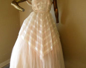 have a ball in this beautiful vintage 50's prom dress,   SZ small