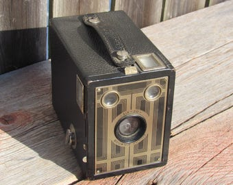 Vintage 1930's Kodak Six-20 Brownie Junior Box Camera