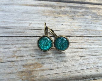 Green Glittery Earrings, Glitter Earrings, Leverback Earrings, Cabochon Earrings, Christmas Earrings, Green Earrings, Christmas Gift