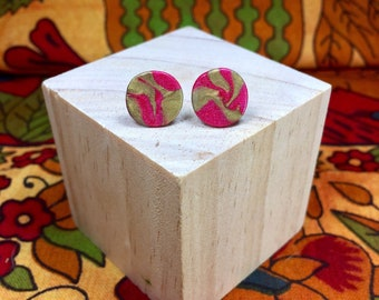 Pink and Gold Marbled Clay Earrings // stud earrings / polymer clay earrings / round earrings / round pink stud earrings / gold earrings