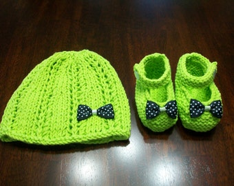 Green Baby hat and booties set,  Green Infant Beanie, Green Infant Booties, Infant Booties, Green Baby Beanie and Shoes, Green Newborn Set