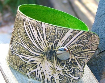 Women's Leather Wristband Cuff Chrysanthemum Flower - Antique Green