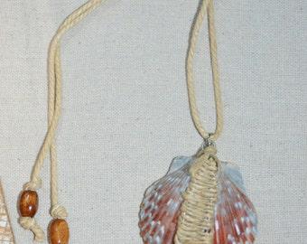 Necklace Scallop Shell on Hemp, Sea Shell on Hemp, Hemp & Shell Necklace, Boho Shell Necklace, 1 of a kind Shell Necklace, Braided Hemp