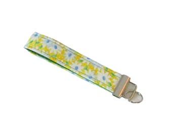 Daisy Key Fob, Yellow Key Lanyard, Handmade Keychain, White Flowers, Wrist Lanyard, Floral Keyfob
