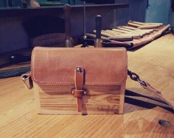 Purse. A small wooden shoulderbag.