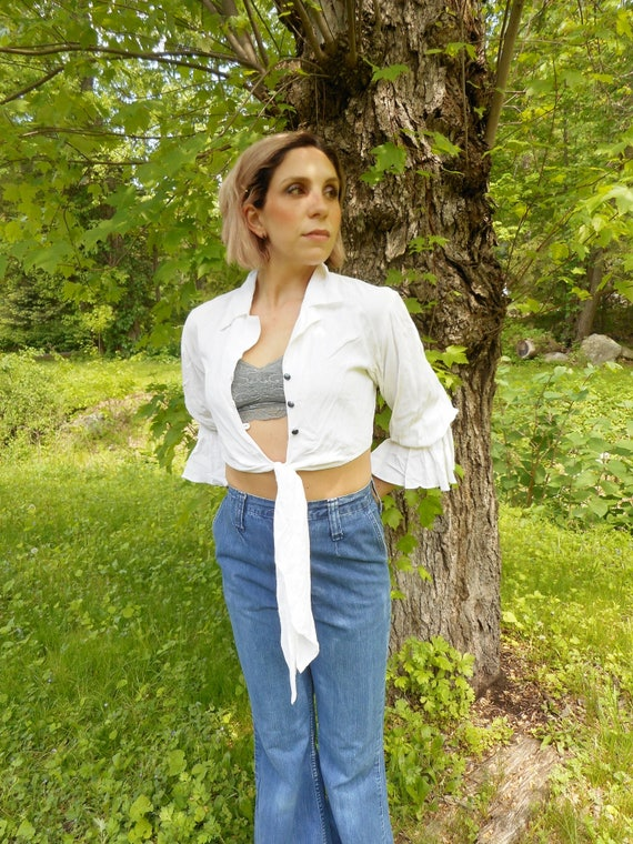 70's Cropped Tie front Blouse / xs - s / BELL sleeves