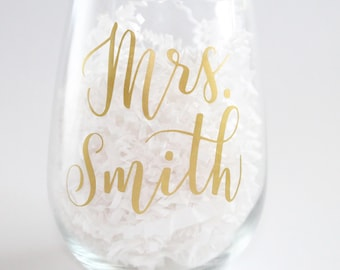 Mrs Wine Glass/ Mrs Custom Wine Glass/ Custom Wine Glass/ Christmas Gift/ Gift for Friend/ Wine Glass Personalized/ Gift for Her/ Bride