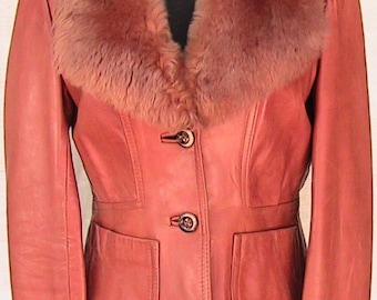 VINTAGE WILSONS Small LEATHER Jacket with Faux Fur Collar.
