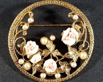 Vintage Goldtone Pin Pearls & Bisque Roses