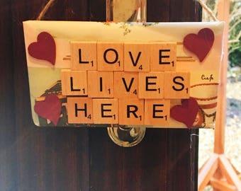 Love Lives HereWood Plaqueu