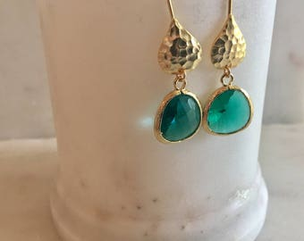 Hammered Gold Teardrop Earring Emerald Green Pendant Hammered Gold Earring May Birthday Simple Gold Earrings