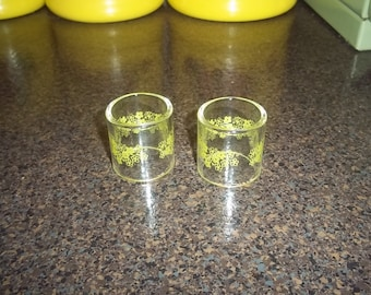 2 Spring Blossom Green Crazy Daisy Pyrex Compatibles Napkin Rings Glass - excellent!