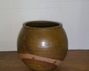 Studio pottery vessel