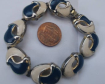 Vintage bracelet lot 2 bracelets unmarked and coro. Ready to wear