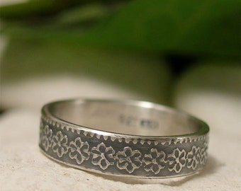 Dainty Silver Daisy Ring, Sterling Silver Ring Band, Floral Ring, Delicate Embossed Silver Flower Pattern Ring, Boho Ring, Nature Jewelry