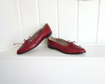 Vintage 1980s Pointed Toe Slip On's Super Soft Leather Wingtip Lace Up Red Wine 8.5 or 9  M Nichols Shoes Italy