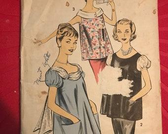 Vintage Advance 8332 Maternity Blouse-Size 14 (34 Bust)