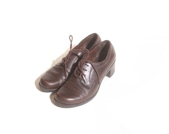 Vintage 1990s Women's Brown Heel Lace Up White Mountain Oxford Loafers size 9 and a half M