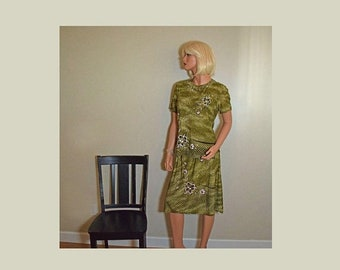Memorial Day Sale Vintage Two-piece Green Skirt and Blouse Outfit with Floral Appliques and Golden Glitter Designs - Size M
