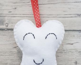 Tooth fairy pillow, Felt tooth holder