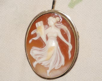 Antique Victorian 18K Shell Cameo Brooch Goddess Muse Pendant Cameo Pin