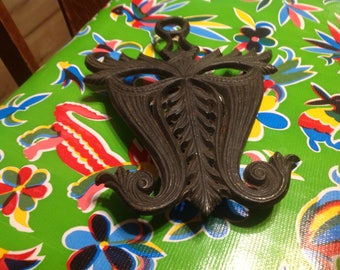 Vintage Doodlers Dream  heavy black cast iron Mardi Gras mask trivet