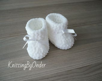 White winter baby boots Crochet baby booties Infant shoes Christening winter baby boots White knit shoes Christmas baby gift Neutral boots