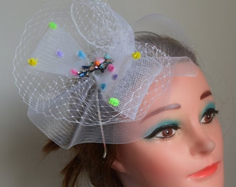 White veiled facscinator with  bow PROM |RACES |wEDDINGS