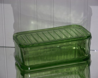 Depression Era (1930's)  green ribbed refrigerator  dish with original thick glass top in good vintage condition.