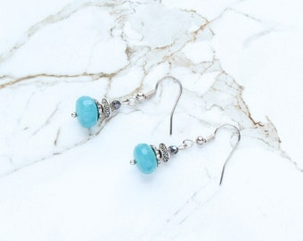 Boucles d'oreilles bleus turquoises, boucles d'oreilles Tribal, mer bleu de pierres précieuses boucles d'oreilles, bijoux en argent tibétain, Aqua bleu Pierre boucles d'oreilles en argent