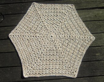 Crochet Hexagon Rug or Pet Mat - Tan and Cream - Reversible, Bathroom Rug, Laundry Room Rug, Rug for Nursery, Mother's Day Gift for Mom