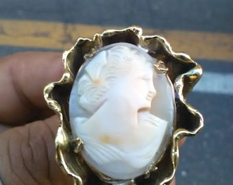 Pendant (or ring) with cameo