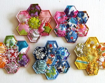 Vintage fabric mini hexie flowers: wear as a brooch or necklace.